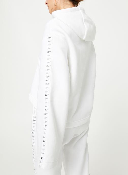 Vêtements Reebok CL V P Hoodie Blanc vue portées chaussures