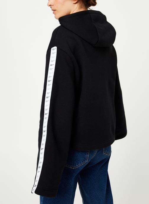 Vêtements Reebok CL V P Hoodie Noir vue portées chaussures