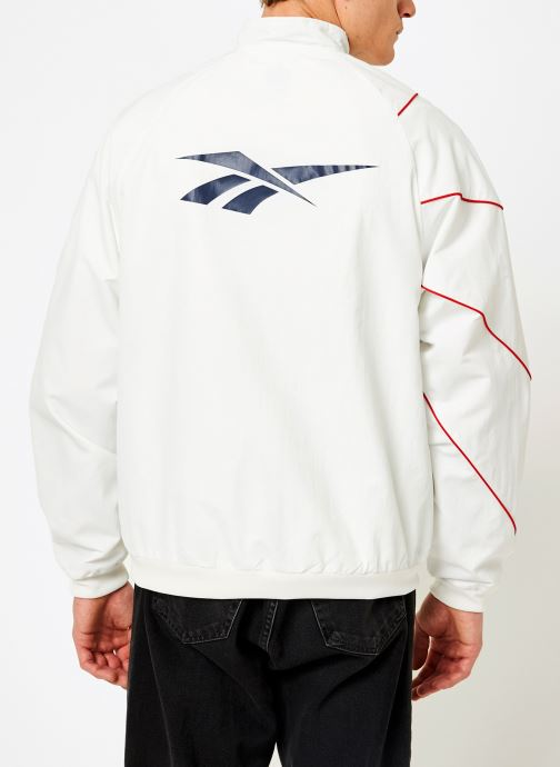 Vêtements Reebok CL V P Trackjacket Blanc vue portées chaussures