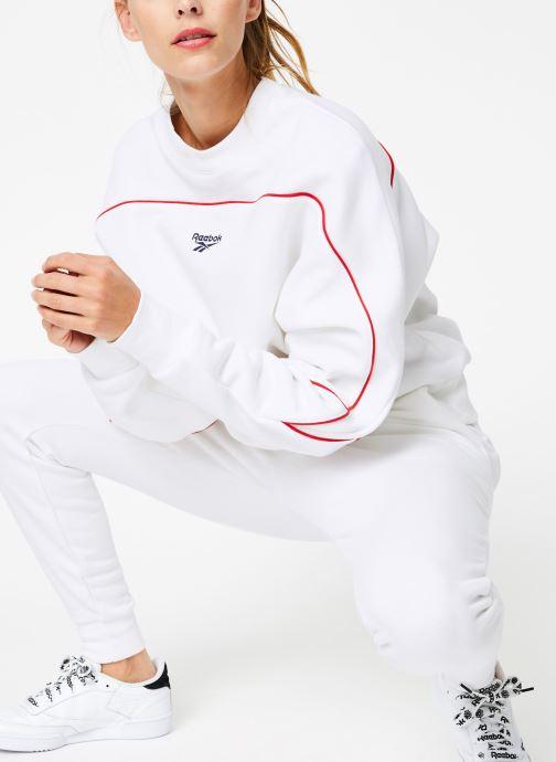 Vêtements Reebok CL V P Crew Logo Blanc vue détail/paire
