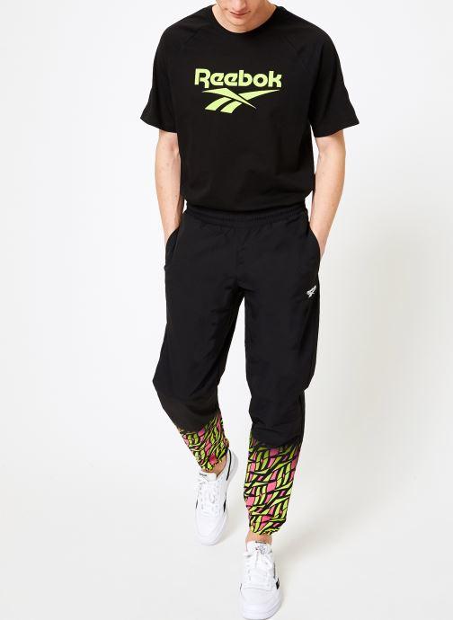Vêtements Reebok CL V Hyper-GR Trackpant Noir vue bas / vue portée sac
