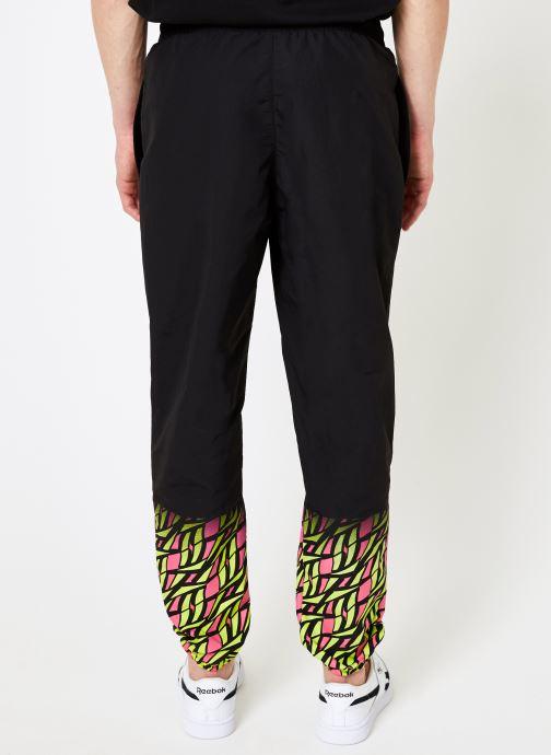 Vêtements Reebok CL V Hyper-GR Trackpant Noir vue portées chaussures