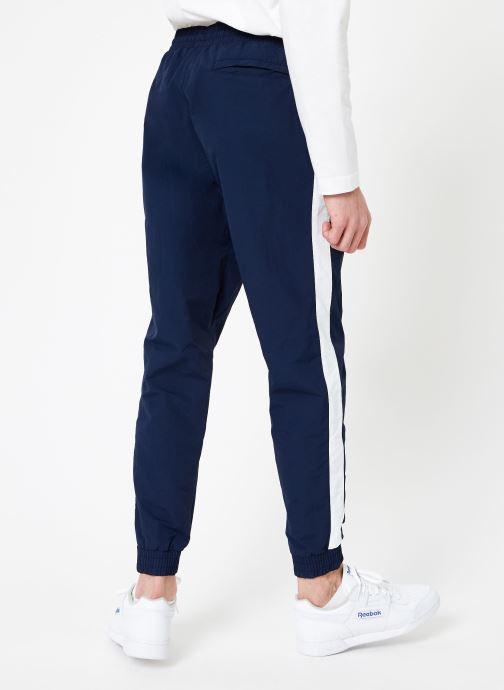 Vêtements Reebok CL Track Pant Bleu vue portées chaussures