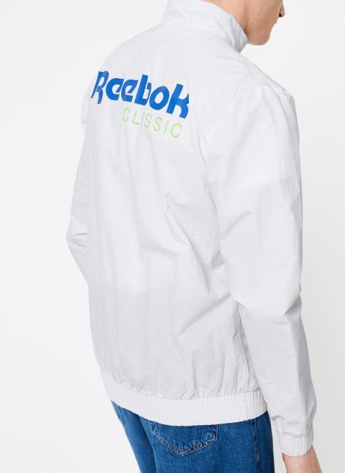 Vêtements Reebok CL Track Top Blanc vue portées chaussures