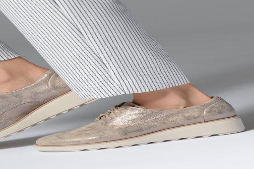 Chaussures à lacets Clarks SHARON CRYSTAL Argent vue bas / vue portée sac