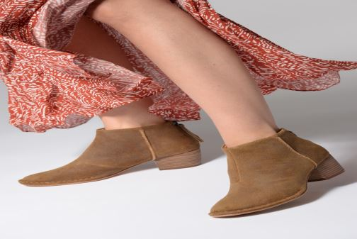 Bottines et boots Clarks SPICED RUBY Marron vue bas / vue portée sac