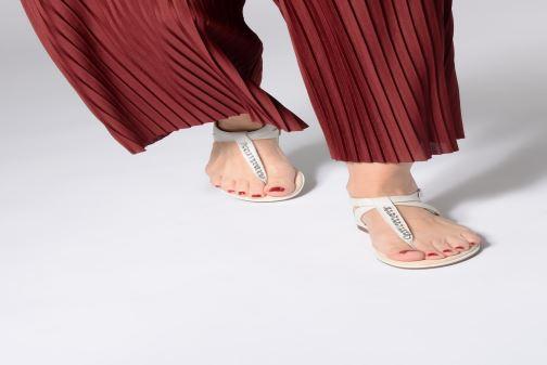Sandales et nu-pieds Clarks Bay Poppy Jaune vue bas / vue portée sac