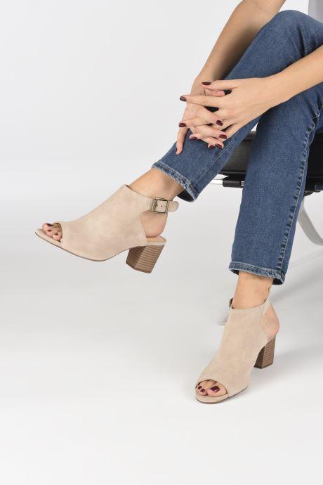 Sandales et nu-pieds Clarks DELORIA GIA Beige vue bas / vue portée sac