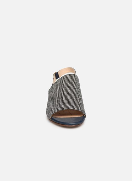 Sandales et nu-pieds Clarks MENA LILY Bleu vue portées chaussures