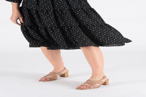 Sandales et nu-pieds Clarks ELLIS TILDA Noir vue bas / vue portée sac