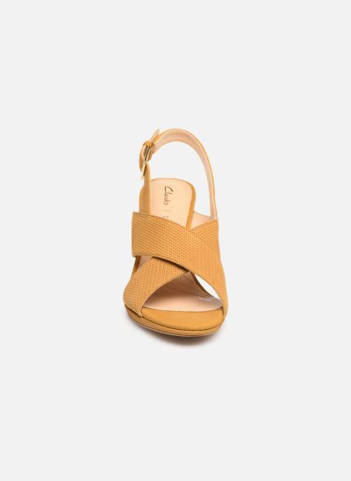 Sandali e scarpe aperte Clarks DALIA LOTUS Giallo modello indossato