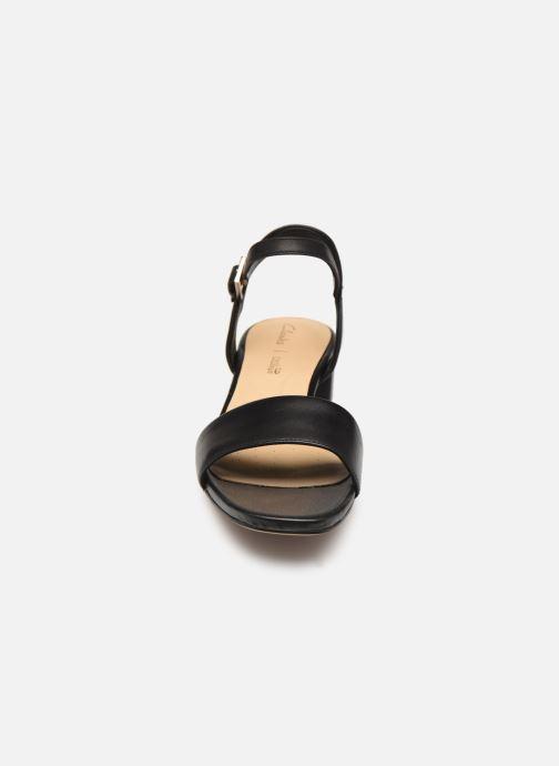 Sandales et nu-pieds Clarks ORABELLA IRIS Noir vue portées chaussures