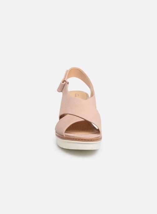 Sandales et nu-pieds Clarks PALM CANDID Rose vue portées chaussures