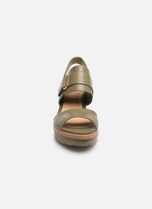 Sandales et nu-pieds Clarks PALM STELLAR Vert vue portées chaussures