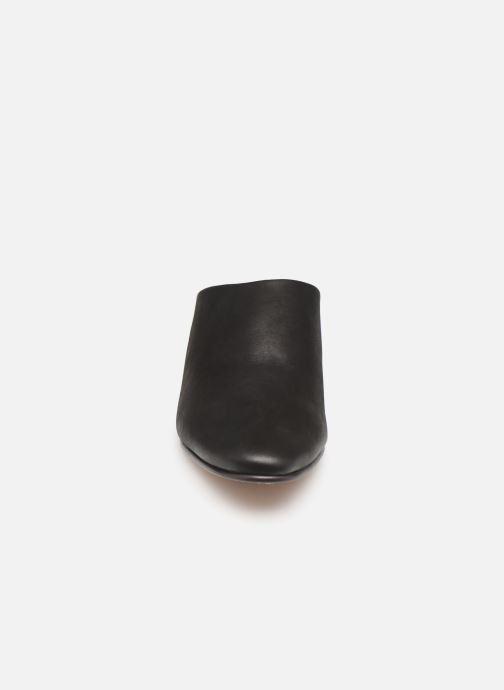 Zoccoli Clarks GRACE BLUSH Nero modello indossato