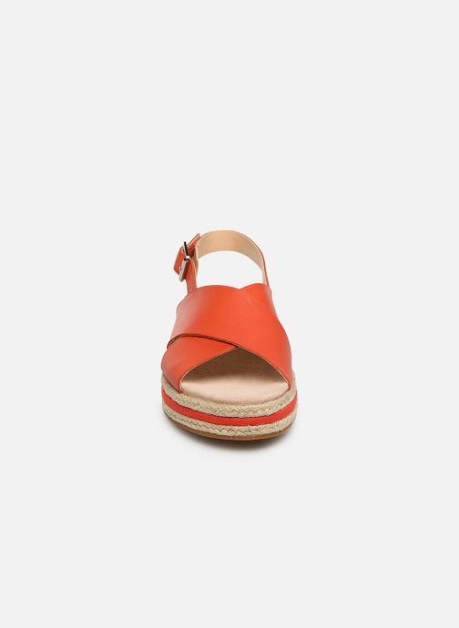 Sandales et nu-pieds Clarks Botanic Fay Rouge vue portées chaussures