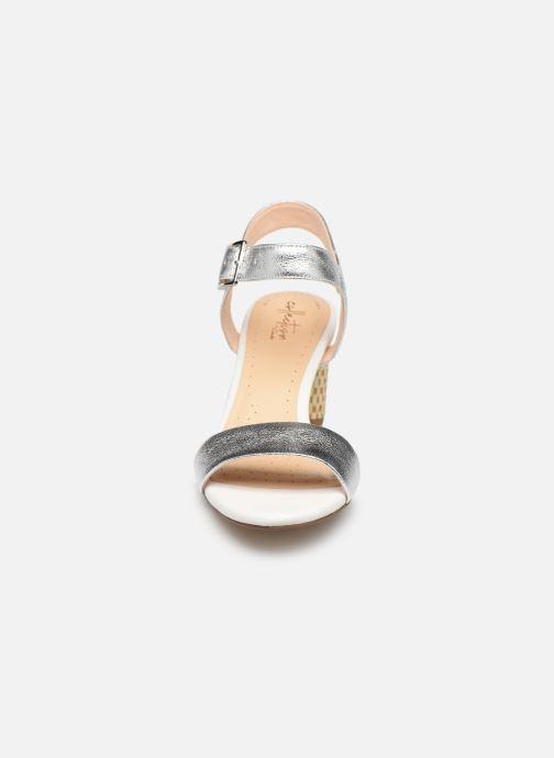 Sandali e scarpe aperte Clarks Amali Weave Argento modello indossato