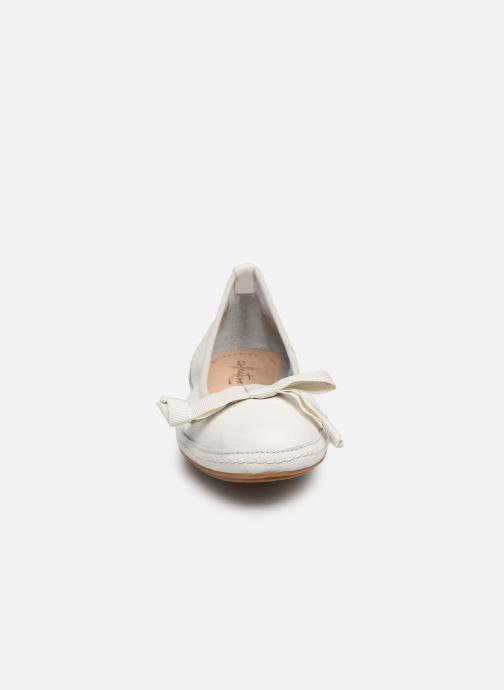 Ballet pumps Clarks Clovelly Walk White model view