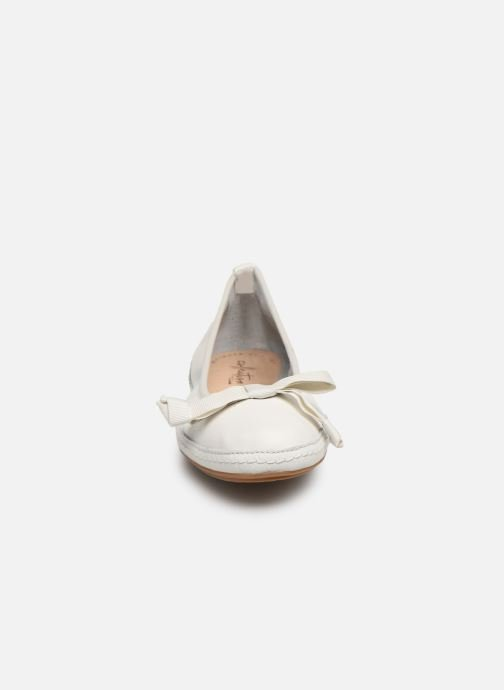 Ballerines Clarks Clovelly Walk Blanc vue portées chaussures