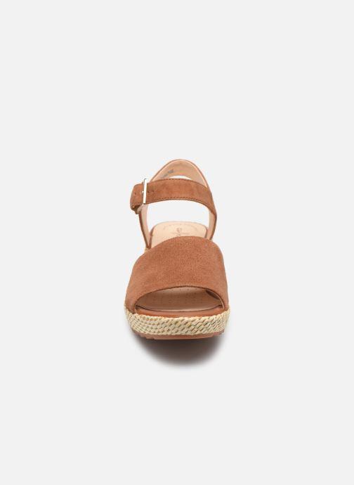 Sandales et nu-pieds Clarks Kamara Sun Marron vue portées chaussures