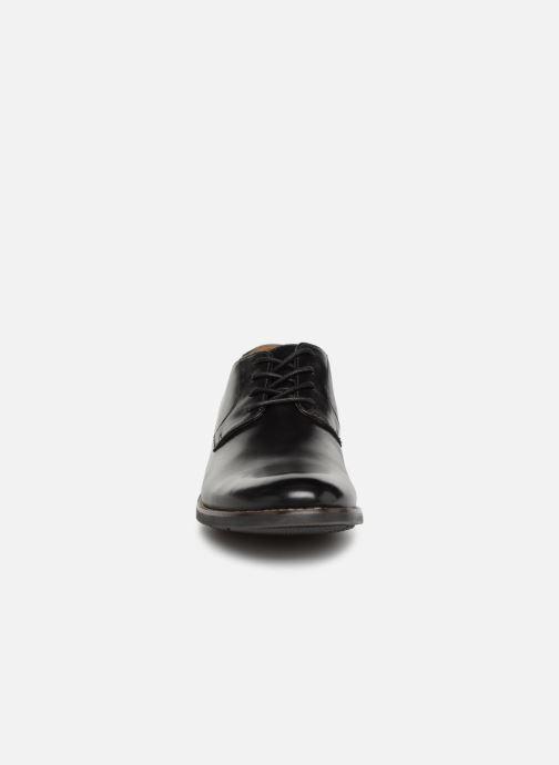 Snörade skor Clarks BECKEN PLAIN Svart bild av skorna på