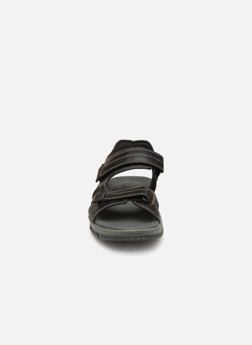 Sandali e scarpe aperte Clarks Brixby Shore Nero modello indossato