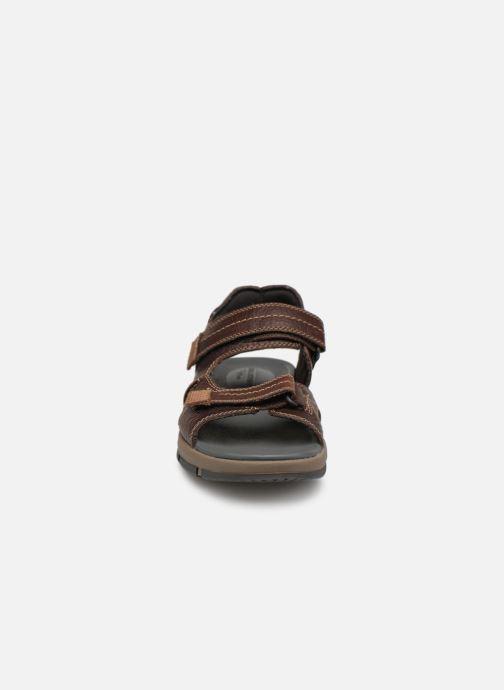 Sandales et nu-pieds Clarks Brixby Shore Marron vue portées chaussures