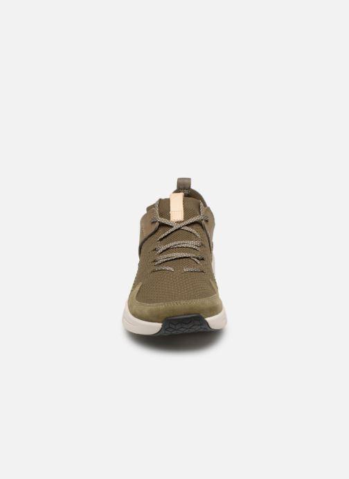 Sneakers Clarks TRI ACTIVE UP Verde modello indossato