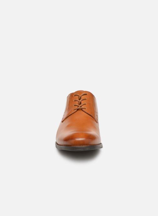 Zapatos con cordones Clarks EDWARD PLAIN Marrón vista del modelo