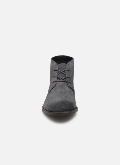 Bottines et boots Clarks FLOW TOP Gris vue portées chaussures