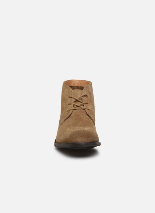 Bottines et boots Clarks FLOW TOP Beige vue portées chaussures