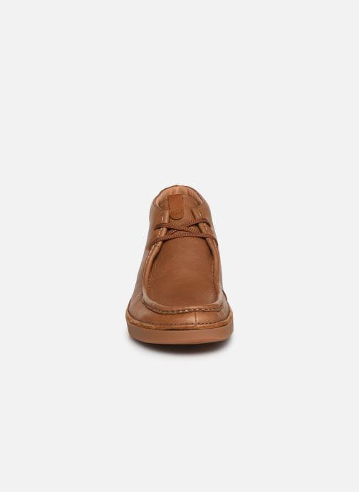 Bottines et boots Clarks OAKLAND MID Marron vue portées chaussures
