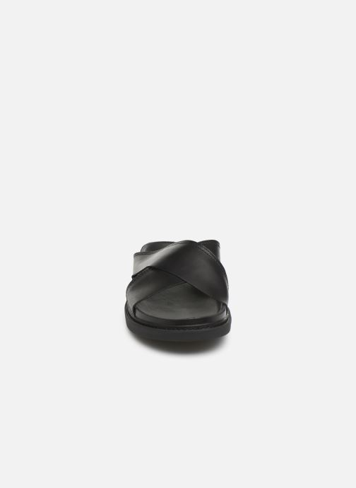 Sandales et nu-pieds Clarks TRACE CROSS Noir vue portées chaussures