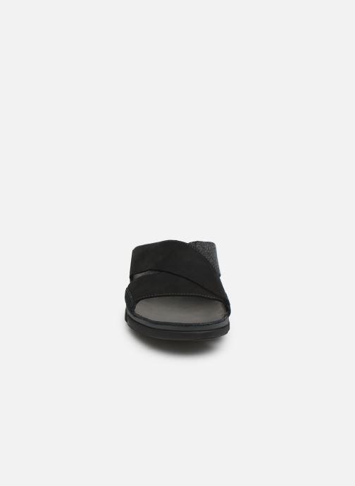 Sandali e scarpe aperte Clarks TRI COVE CROSS Nero modello indossato
