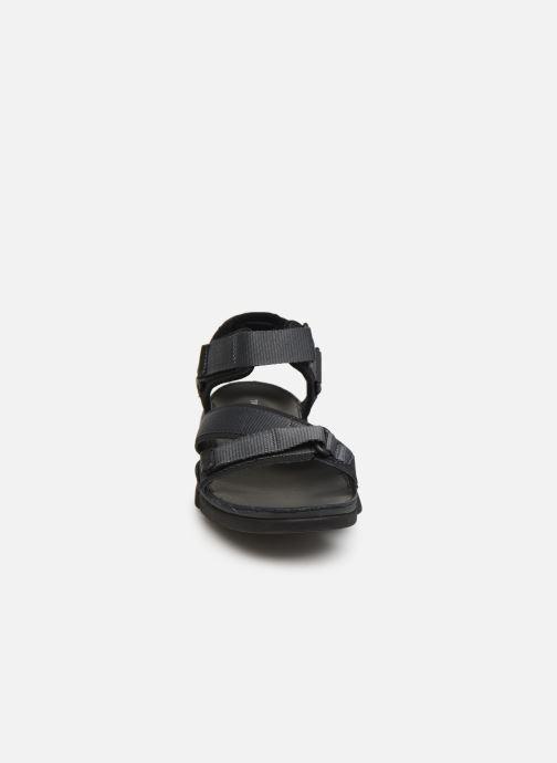 Sandali e scarpe aperte Clarks TRI COVE SUN Marrone modello indossato