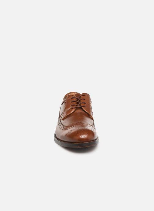 Scarpe con lacci Clarks COLING LIMIT Marrone modello indossato