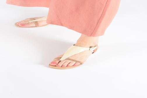 Sandales et nu-pieds JB MARTIN ARMOR Beige vue bas / vue portée sac