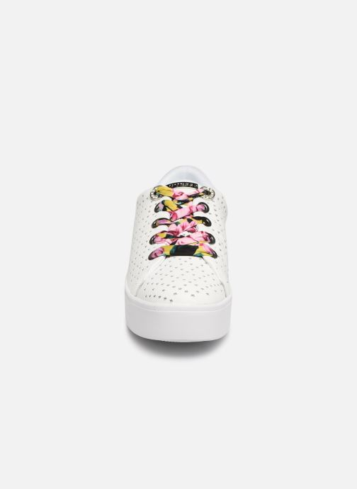 Baskets Guess TOWNSER Blanc vue portées chaussures