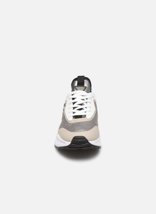 Baskets Guess TECKIE Gris vue portées chaussures
