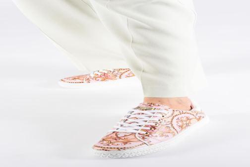 Sneaker Guess PARLAY5 mehrfarbig ansicht von unten / tasche getragen