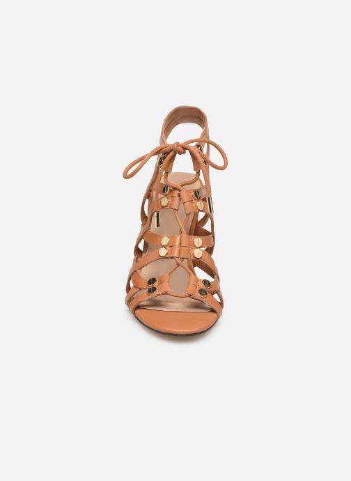 Sandales et nu-pieds Guess KARLIE Marron vue portées chaussures