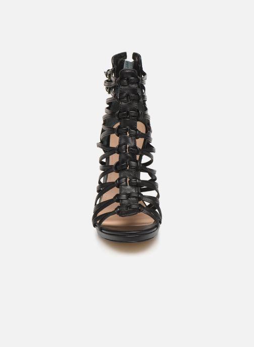 Sandalen Guess TAAVI schwarz schuhe getragen