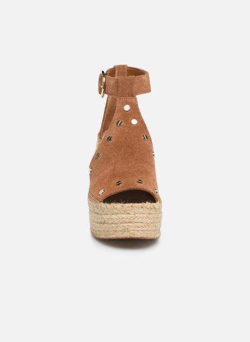 Espadrilles Guess KARIEN Marron vue portées chaussures