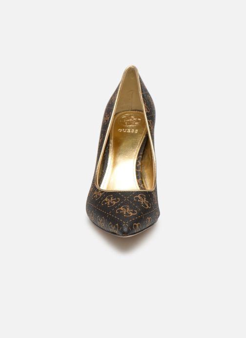 Escarpins Guess BARETA Marron vue portées chaussures