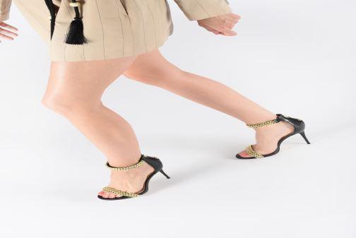 Sandalen Guess THADDEA2 schwarz ansicht von unten / tasche getragen