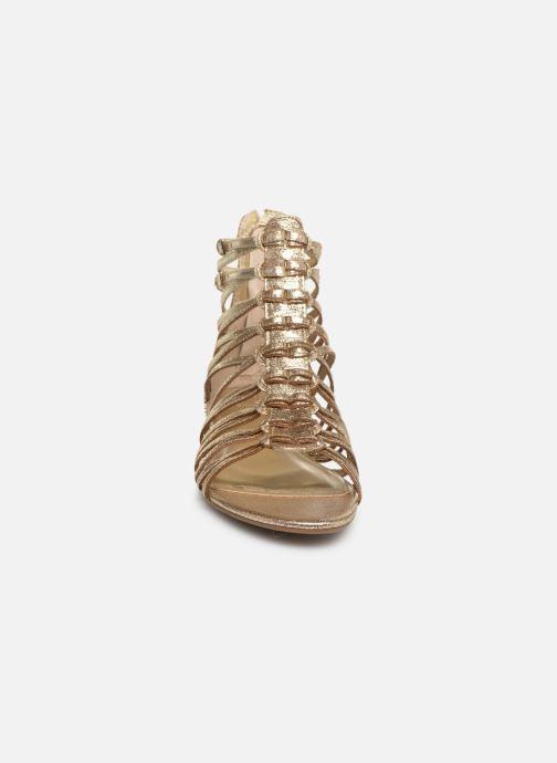 Sandali e scarpe aperte Guess RENATA3 Oro e bronzo modello indossato