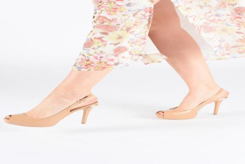 High heels Guess HARTLIE2 Beige view from underneath / model view