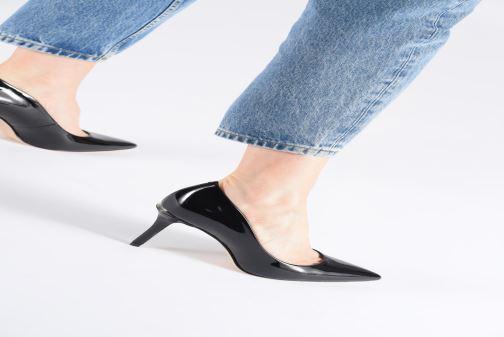 High heels Guess BARETT2 Beige view from underneath / model view
