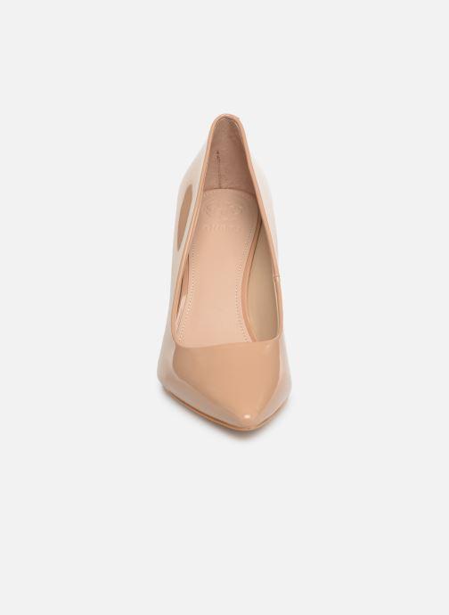 High heels Guess BARETT2 Beige model view