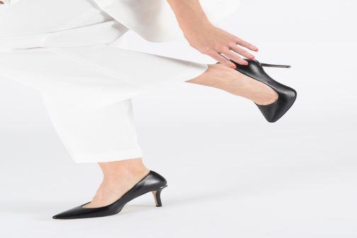 High heels Guess BARETT Beige view from underneath / model view
